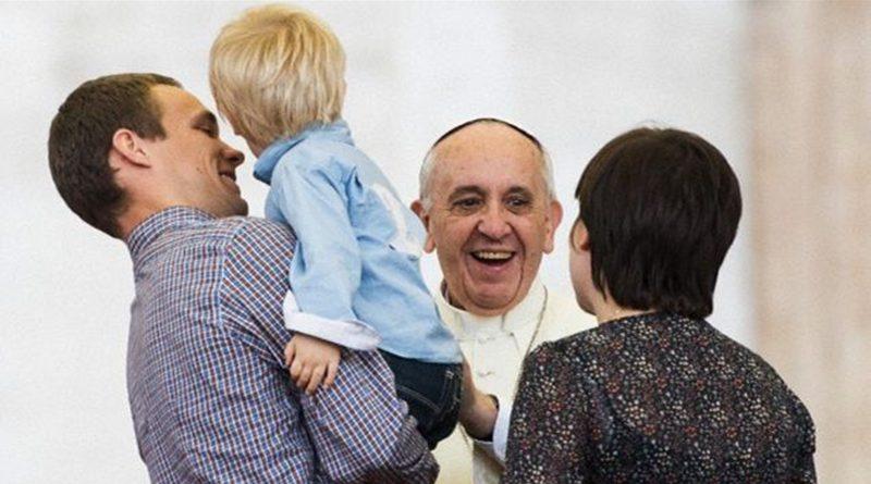Papa Francesco e Famiglia (Foto Famiglia Cristiana)
