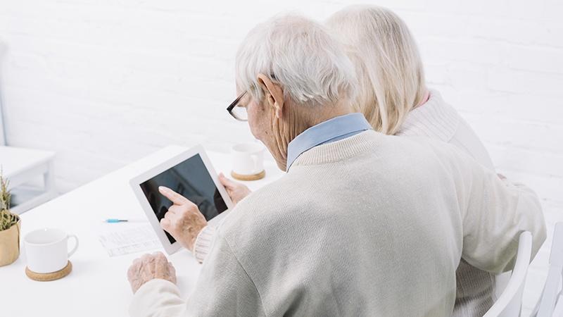 Nonni in video chiamata